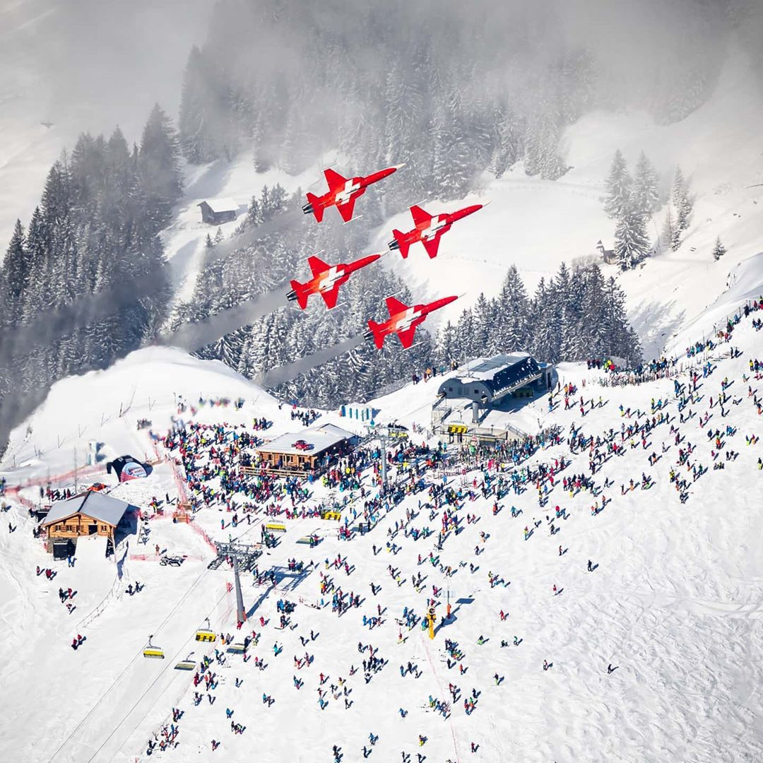 Do you know this event in January? Check it out 👉  ⠀ @WengenSwiss | @madeinbern | @MySwitzerland_e  #wengen #lauberhorn #mountains #favourite #jungfrauregion #madeinbern #inLOVEwithSWITZERLAND #switzerland ⠀ 📸