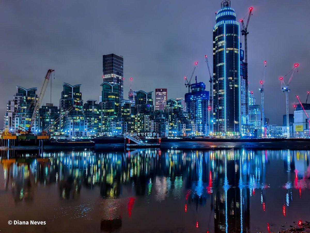 𝙽𝚒𝚐𝚑𝚝 𝚛𝚎𝚏𝚕𝚎𝚌𝚝𝚒𝚘𝚗𝚜 𝚒𝚗 𝚅𝚊𝚞𝚡𝚑𝚊𝚕𝚕.  @visitlondon, @LensAreLive, @ThePhotoHour, @secret_london  #London #reflections #architecture #photography #photographer #photooftheday #Riverside