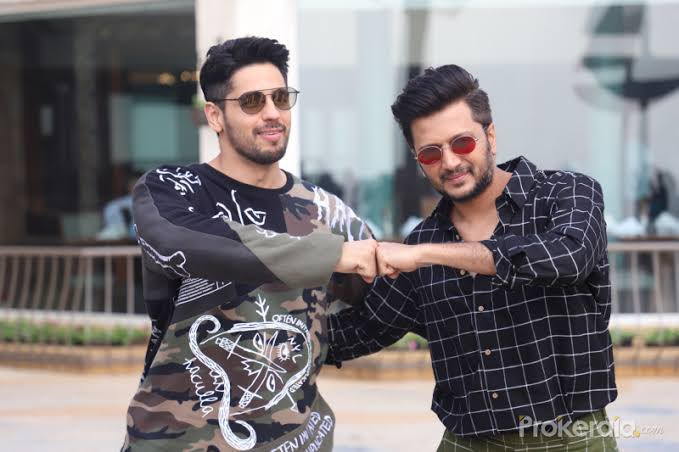 Foes in reel life, friends in real life. Happy Birthday buddy have a stupendous one- much love & let's catch up @SidMalhotra #HappyBirthdaySidharthMalhotra