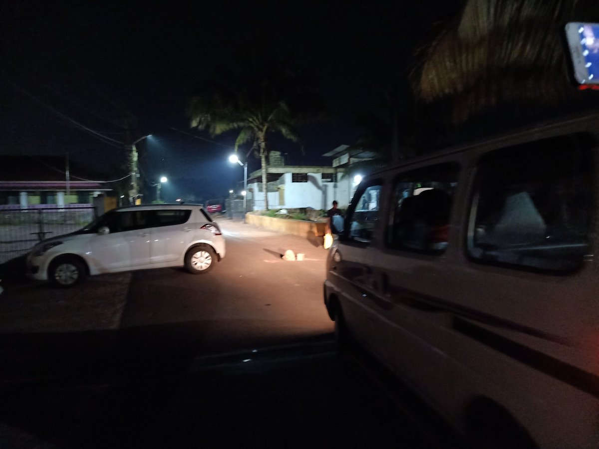 Shocking! Local BJP politicians have blocked the roads illegally near our Guirim meeting! They are so scared of @AamAadmiParty & @raghav_chadha !
