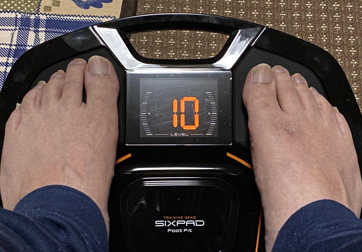 ふくらはぎがピクピクしてるぅ〜何か変な感じ(笑) #SIXPAD #FootFit