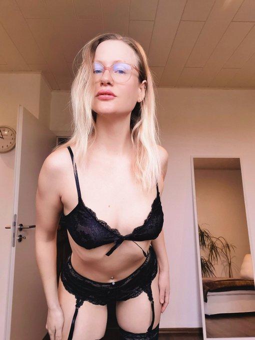 Danke für das schöne Wäsche Set lieber Ralf 😘. Hab mich gefreut. Schönen Samstag an alle 😚. #blondehexe