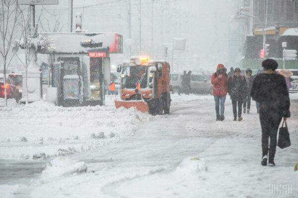 Рятувальники попереджають про сильні морози https://t.co/YK3EKmXT3O  15-16 січня в Україні очікується значне зниження температури: вночі до 12-18° морозу, місцями в північних областях до 21°, вдень – до 10-16° морозу. https://t.co/fOacz8vIL8