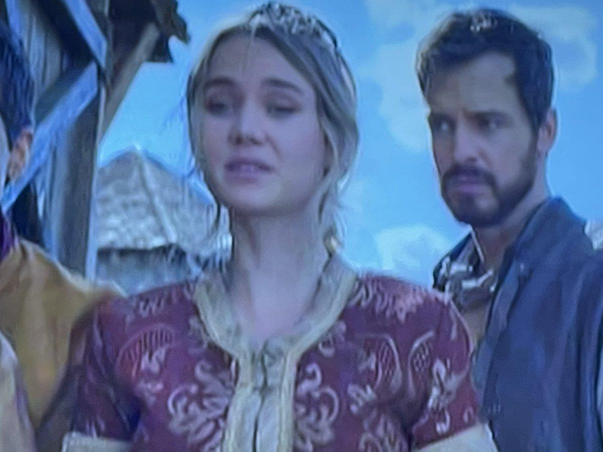 "If eyes could get whiplash —    Queen Rosmund to Yavalla:  ""Go ahead and attack!"" Garret: ""(Wha'?!?) 👀                           #TheOutpost @OutpostLadies"