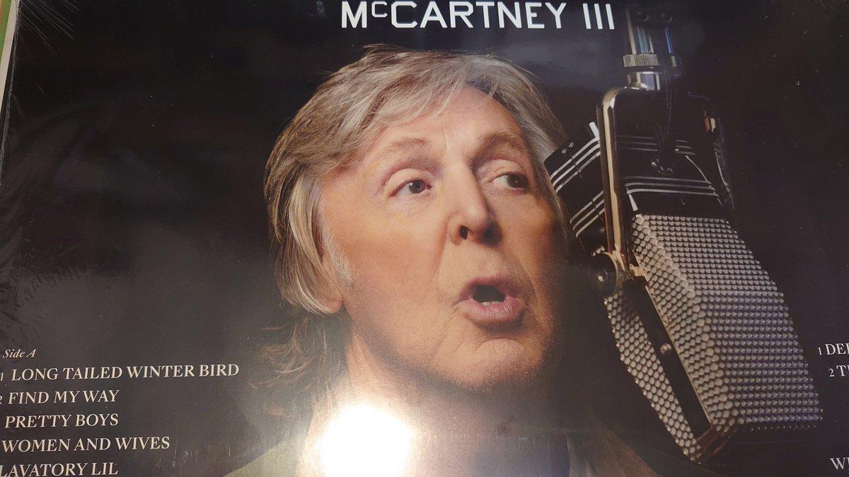 緑の裏ジャケのポールかわいすぎませんか #McCartneyIII