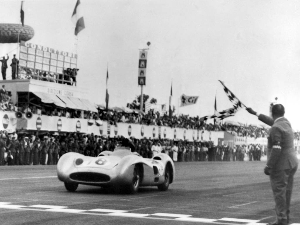 On this day in 1955, the legendary Juan Manuel Fangio took the second of his four consecutive wins in his home Argentine Grand Prix.  In scorching temperatures, Fangio's right leg rubbed against the red-hot chassis and the burns took months to heal. #F1