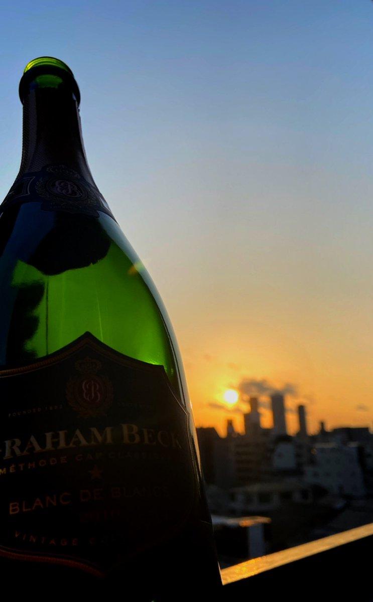 #コロナ で昼から✨👍🏻🎉  #宅飲み が一番😋✨👍🏻  慣れたし💡てか一番安全😋✨  #マスク してない人いないし  誰かが咳していちいち 気にする必要ないし😋👍🏻  #夕焼け もサイコー💖👍🏻🌇  #sunset #sunsetphotography #sky #イマソラ #camera #PhotoOfTheDay