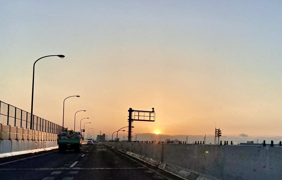 2021/01/16夕陽  #夕陽 #夕焼け #夕焼け空 #空 #夕方 #夕日 #夕方の空 #sunset #マジックアワー #夕暮 #夕暮れ #夕暮れの空 #夕暮れ時 #サンセット #アワーマジック #サンセットフォト #sunsetglow #sunsetcolours #settingsun #eveningsun #紅 #紅空 #海 #settingsun #マジックアワー #夕景