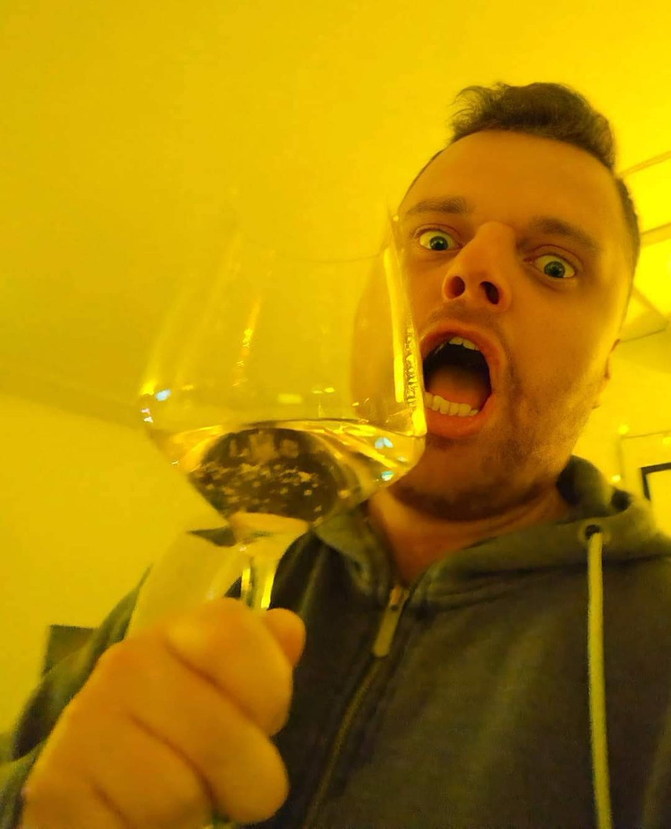 The new year has begun! Let's hope it's a better year for everyone! I hope with all my heart...😘❤🙏🥂 I'm crazy in the picture 😂55555🤣🔝  #newyear #hope #crazy #wine #everyone