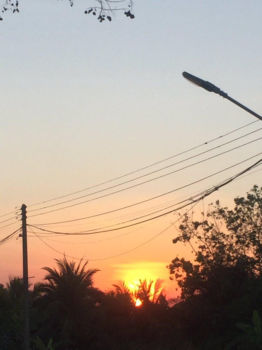 พระอาทิตย์ตกข้างบ้าน #sunset