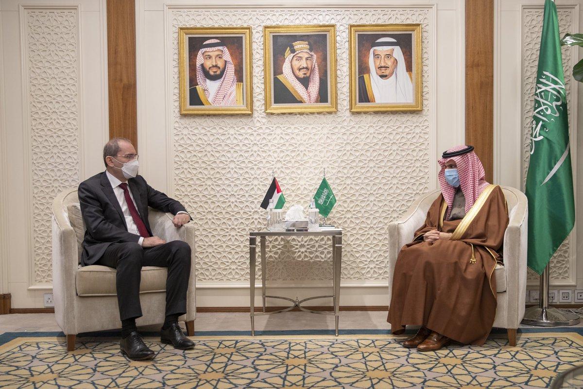 #أخبار_وزير_الخارجية | وزير الخارجية الأمير #فيصل_بن_فرحان @FaisalbinFarhan يستقبل وزير خارجية المملكة الأردنية الهاشمية أيمن الصفدي