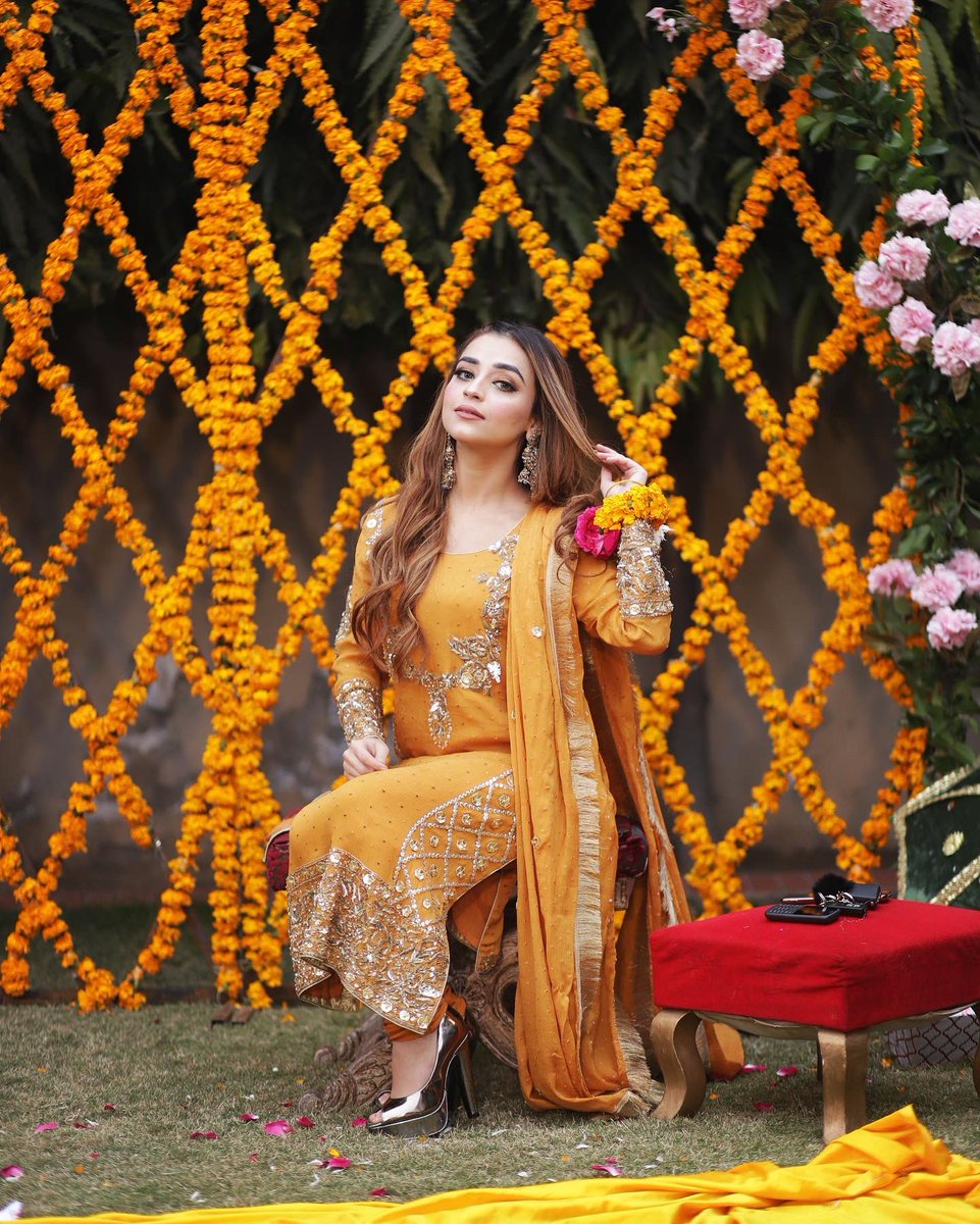 Life is all about happenings 🧡✨🧡 #newyear #positivity #PositiveVibes #twitter #pakistanicelebs #showbiz