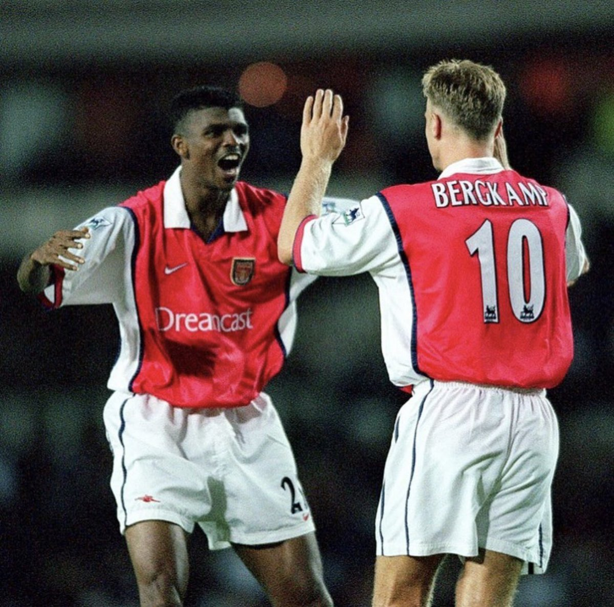 KAN U BELIEVE? What game is this and what a player @officialdennisbergkamp. The magic of this two can never go away 😆 @arsenal #coyg #gunners #holland #amsterdam @afcajax @inter #world @fifaworldcup #legend #africa #nigeria #respect #positivevibes