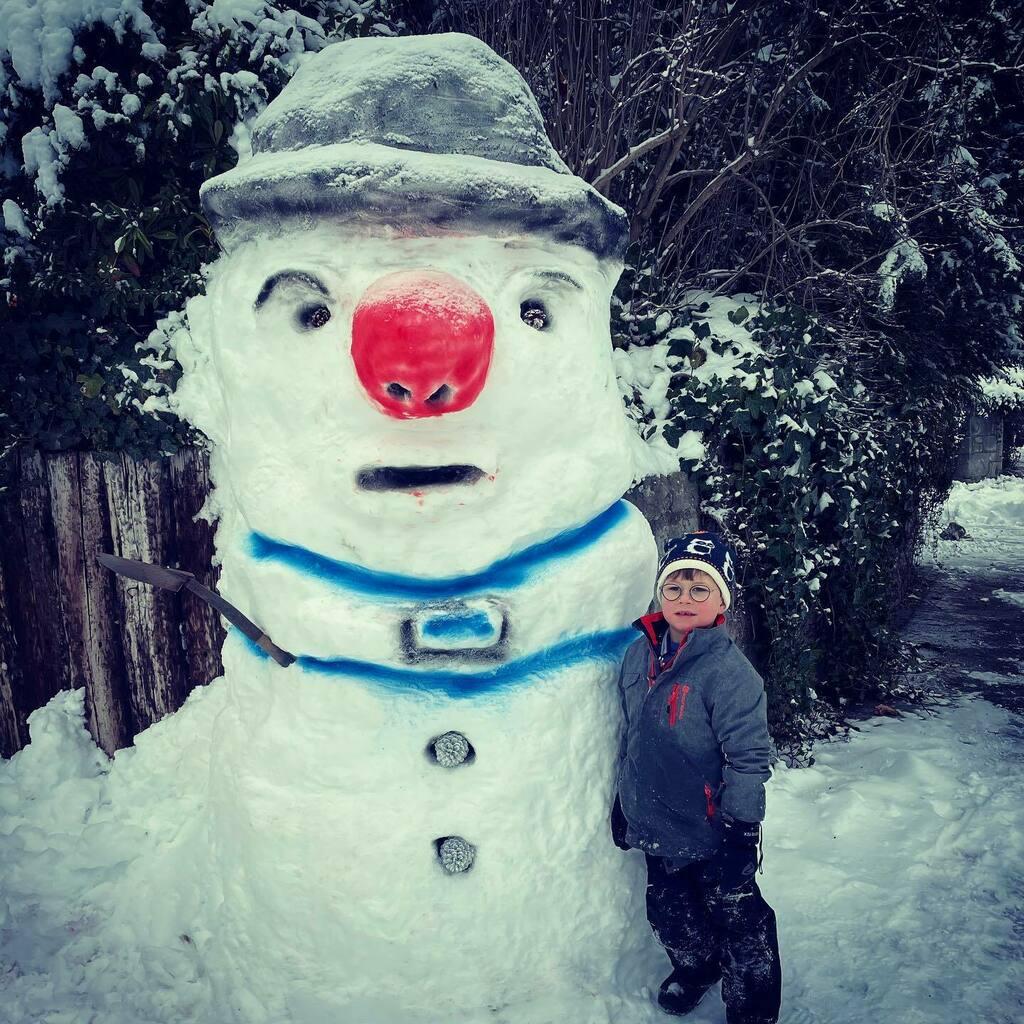 The #bigman with the #littleman #snowman #zurich #myhood #winterwonderland #inlovewithswitzerland 🇨🇭 ❄️ ⛄️ ☃️