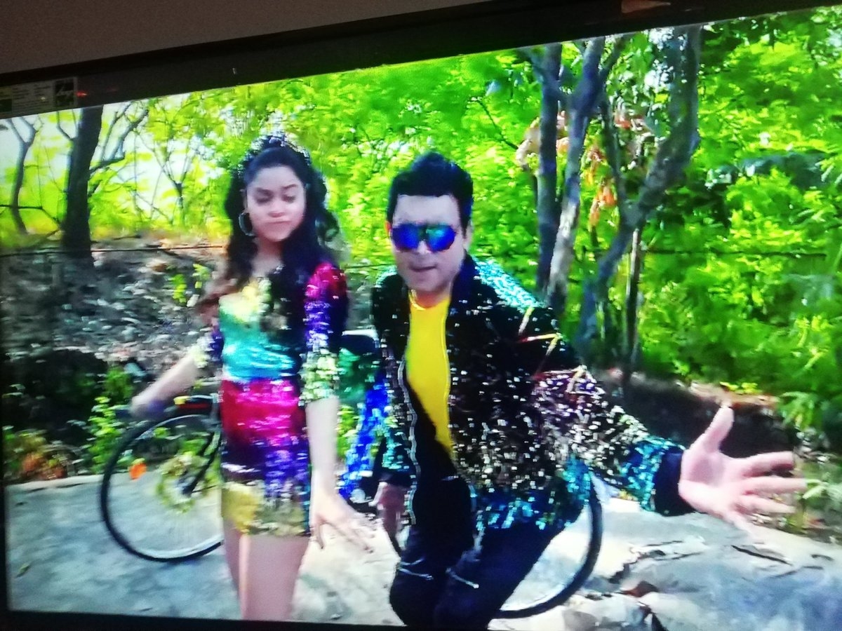 Wow Chandu and Buri ka dance मज़ा आ गया ❤️  Next level lyrics too, well done @sumona24 @haanjichandan #TheKapilSharmaShow #Chandu #buri #Sumona #KapilSharma #comedy