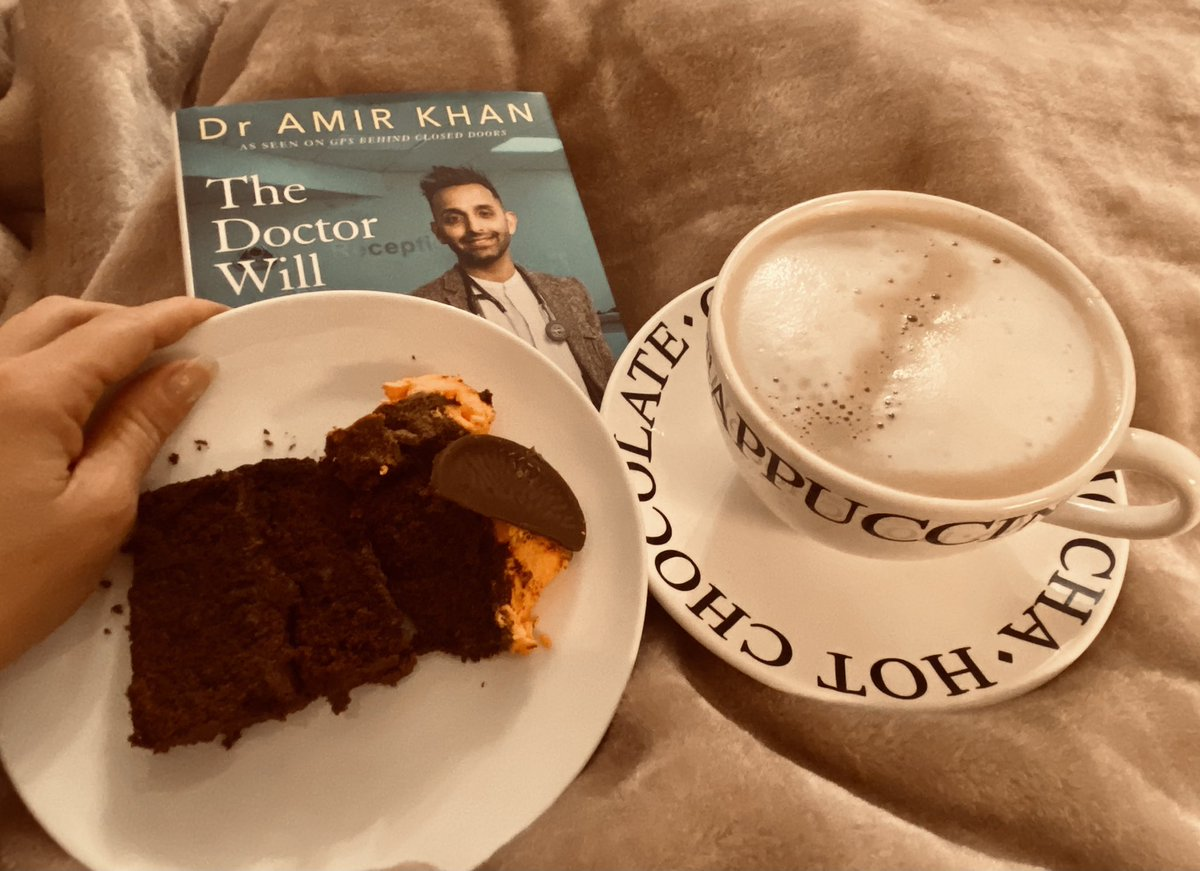 How's your day? Winning at life today. Coffee, Choc Cake & bit of Dr Kahn. Life surely doesn't get much better than this. Cake was gift from my daughter's best friend, she won a massive cake, she calls me mum 2 & dropped a piece in for us. Love her👌#lazydays #SaturdayMotivation