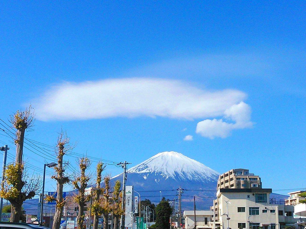 #お前よくぞそんなもん撮ってたな選手権  富士山が何やら考えごとしてた。