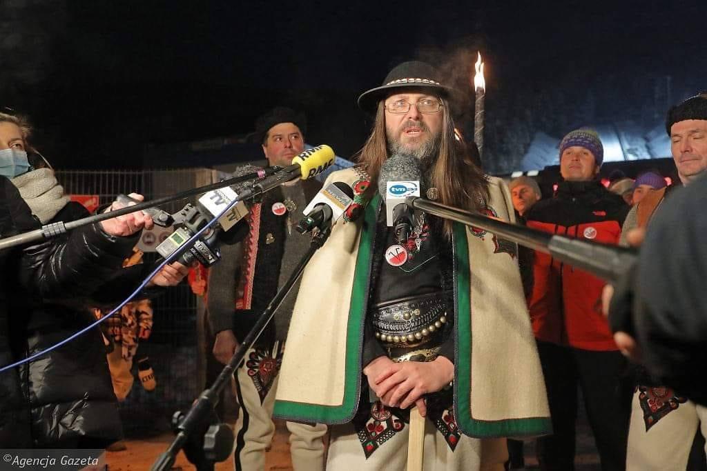 Będę się upierać, że nie każdy wróg twojego wroga może być twoim sojusznikiem. Przykład -Sebastian Pitoń, który stał się wedle dziennikarzy symbolem buntu górali przeciwko PiS, a on sympatię do PISu zamienił tylko na miłość do Konfederacji, jest fundamentalistą religijnym 1/2, https://t.co/gvV7NlYckA