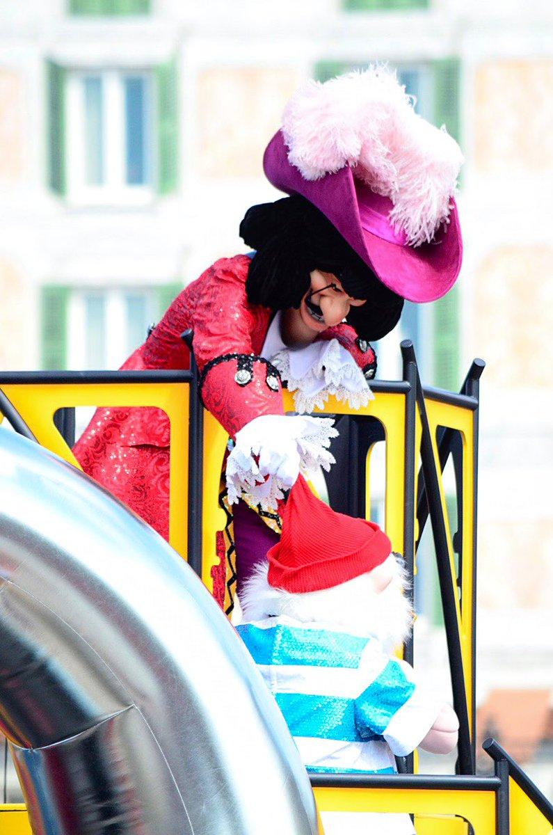 スミーの帽子で遊ぶ船長  #お前よくぞそんなもん撮ってたな選手権