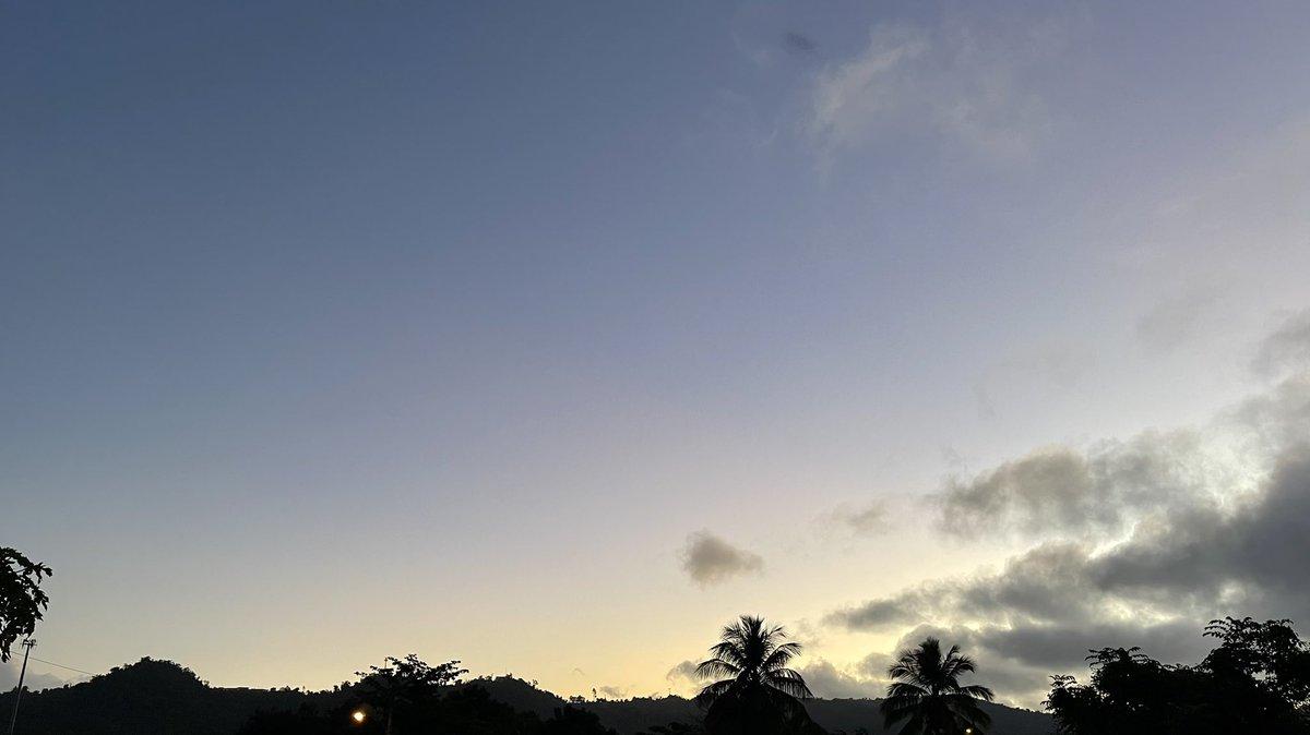 Dios los bendiga y los proteja siempre 🙏❤️ #sunrise #Caguas #PuertoRico #goodmorning #SaturdayMorning @AbimaelTiempoPR @Magyfl @CidEloisa @RayTorres222 @MyriamR05542782 @dervinpagan @linamend02 @MariGataRacing @LaBettyGV @JoseRivera321 @HenriettaGarcia #16Enero #photographer