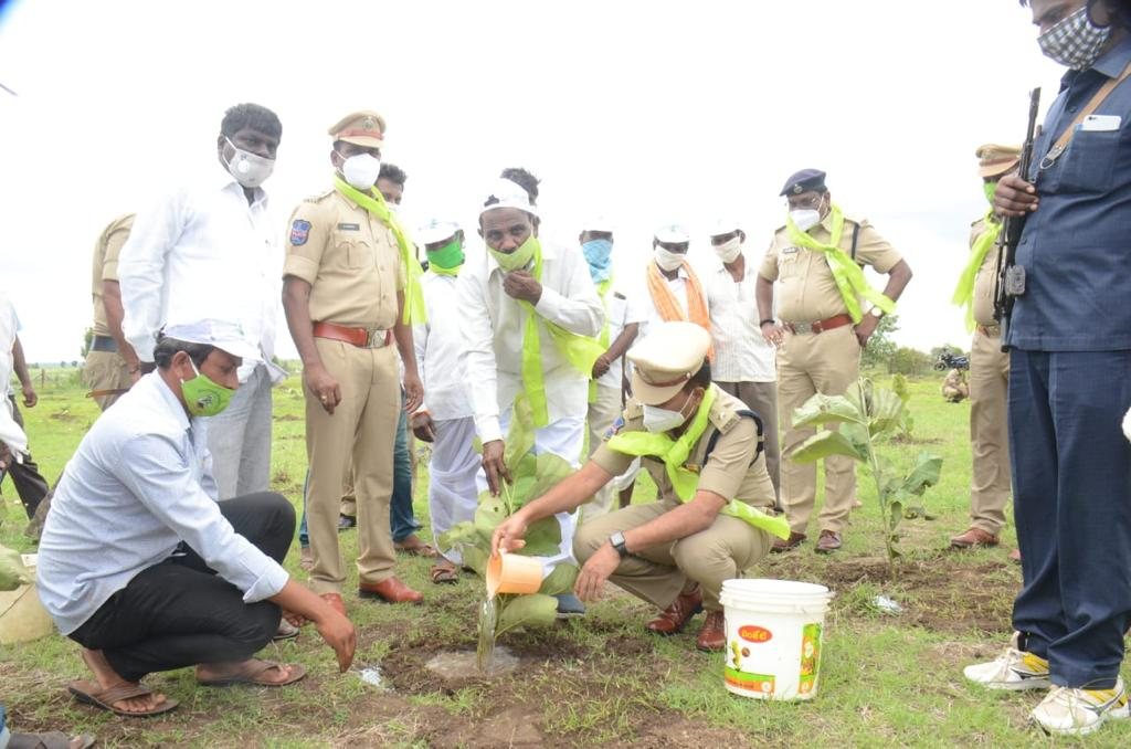 @spvikarabad We have been planting 200 saplings part of the  #Greenindiachallenge at locations Naskal and Peddemul villages . Really good program initiated @MPsantoshtrs . Thank you sir for initiative noble program