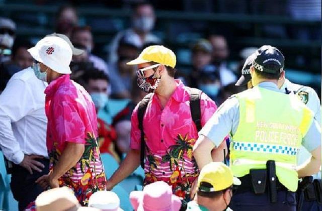 ऑस्ट्रेलियाई सुरक्षा कर्मी पर लगा नस्लवाद का आरोप, भारतीय फैन ने की शिकायत    #AustraliaRacism #SydneyTest #SCG