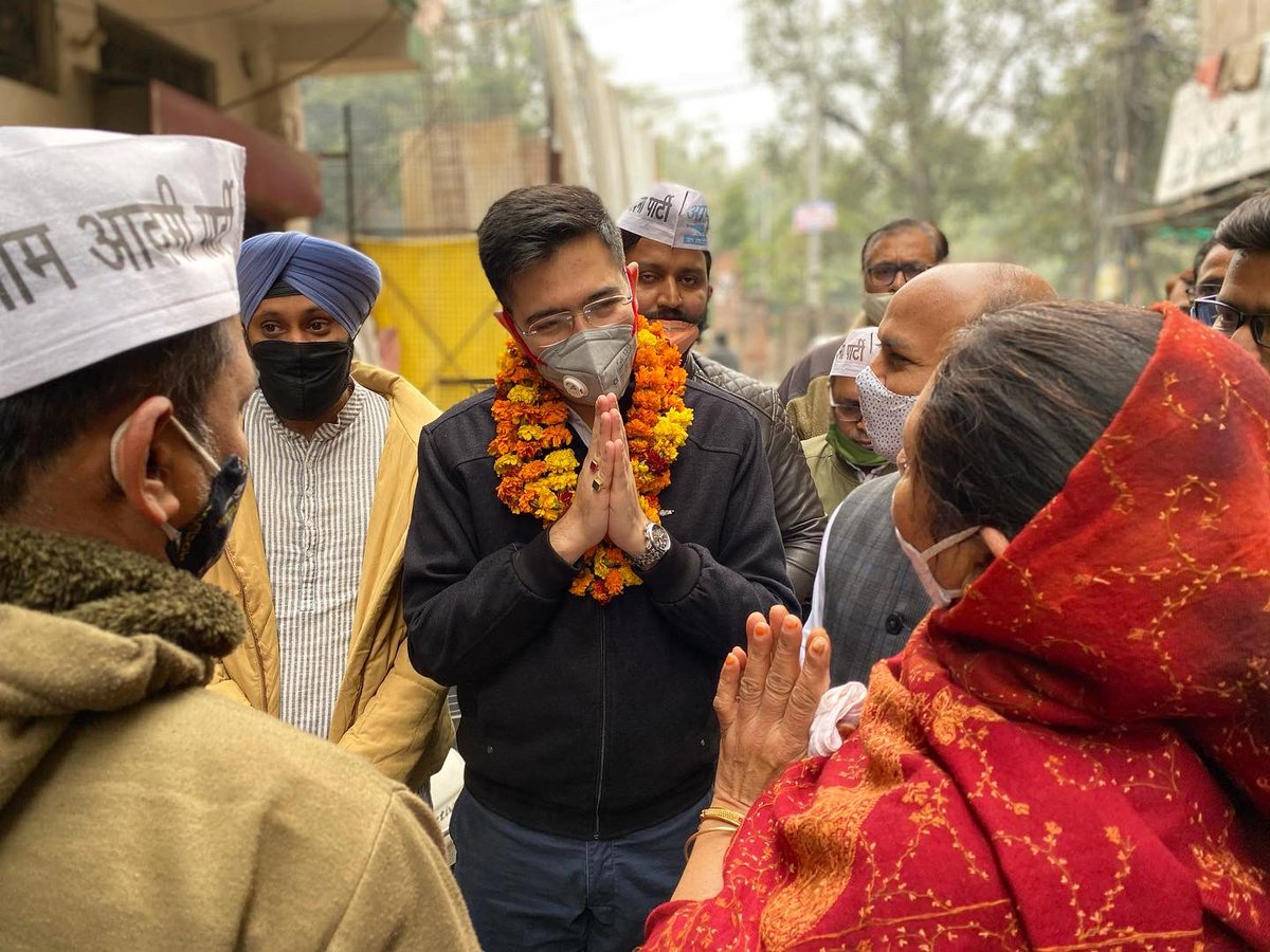 MLA @raghav_chadha conducted development survey of Satnagar, WEA and 100 Quarters area. Interacted with the residents and instructed officers to resolve their complaints on the spot.