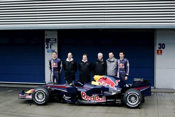 #F1 📸Presentaciones Retro: 📅Un dia como hoy...  En Jerez se presentaba #RedBull primera mitad del año buena, segunda mala. Termino detrás de Toro Rosso!  Año: 2008 Modelo: RB04 Motor: Renault RS27 V8 A. Newey (Dir. Técnico) Podromou (Aerodinamia)   Pilotos: Webber y Coulthard https://t.co/YqNVywJf1d