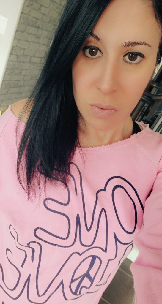 One love 💓🙏 #OneLife #twisted #SaturdayVibes #prettyinpink