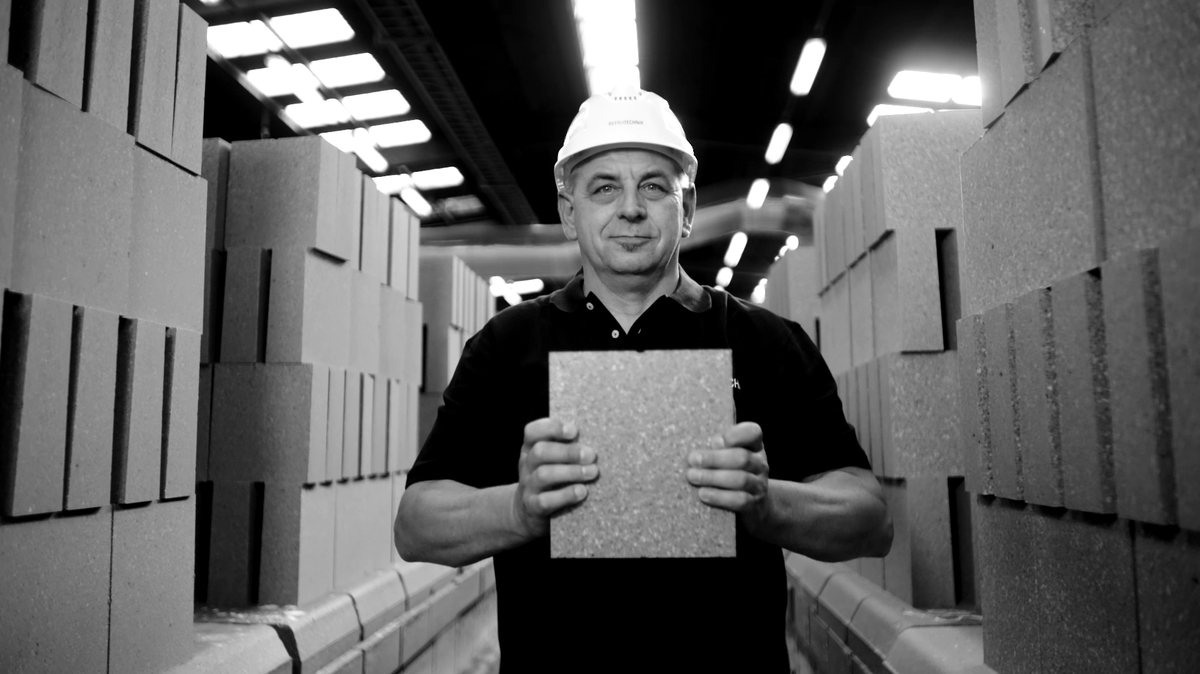 Our refractory products, bricks and hi-tec solutions are created by people who are aiming high. They want to exceed the expectations of our customers.  #ExpectTheBest #people #behindthescenes #refractories