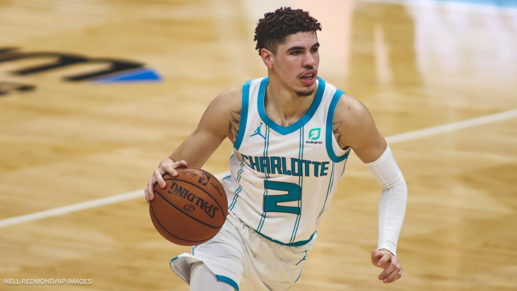 LaMelo Ball's name is all across the rookie leaderboard early this season:  ♨️ 154 Pts (1st) ♨️ 90 Reb (1st) ♨️ 82 Ast (1st) ♨️ 21 Stl (1st) https://t.co/uqzCVe31Lb