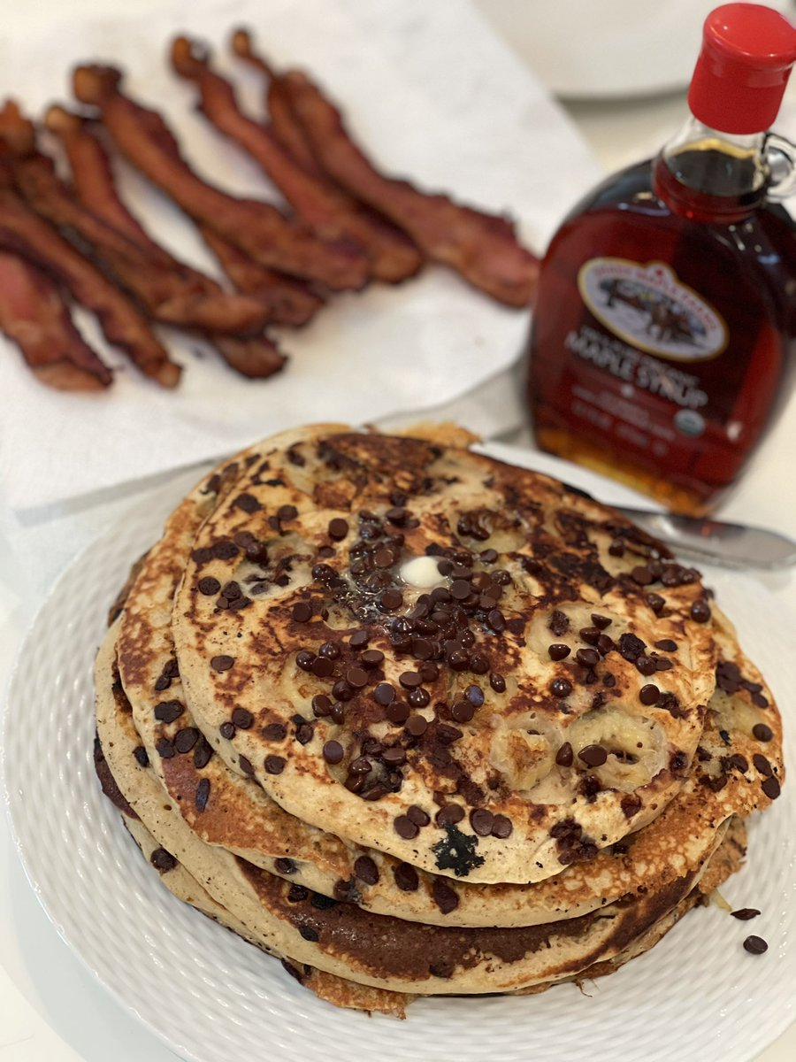 @healdrules @McSchlossberg For those who may want to try this at home, don't forget the bacon. #BananaramaChocolateChipPancakes #breakfast #LaRusso #CobraKai #Netflix #behindthescenes