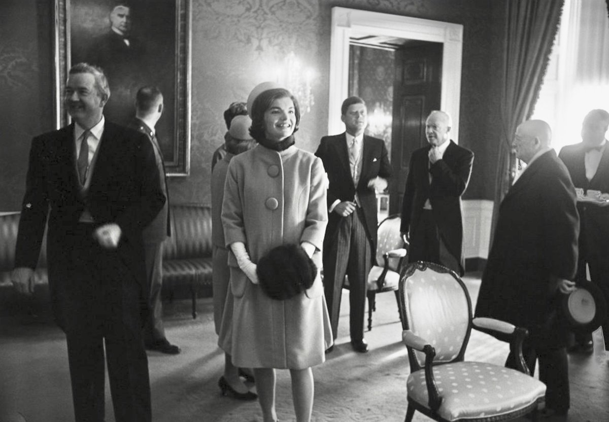 Replying to @BeschlossDC: Eisenhower welcome Kennedys to White House before inauguration, January 20, 1961:       #Clark