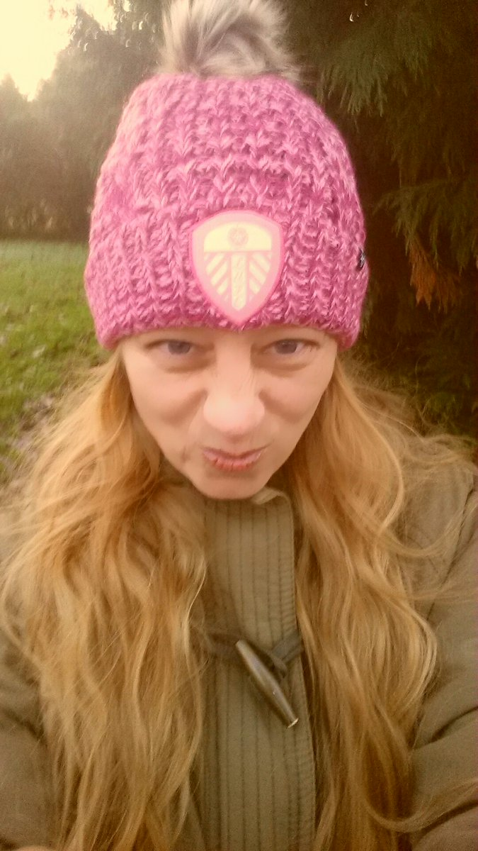 Wearing my awesome Christmas pressie from ma & pa & braving the outside world again for a brief bit of fresh air ❄️🌨️ Anxiety = 0 Me = 1 👋🏽💖 Now settled for the game with a brew and some crumpets ☕ #goodtimes #MOT #SaturdayVibes #lufc 💙💛💙