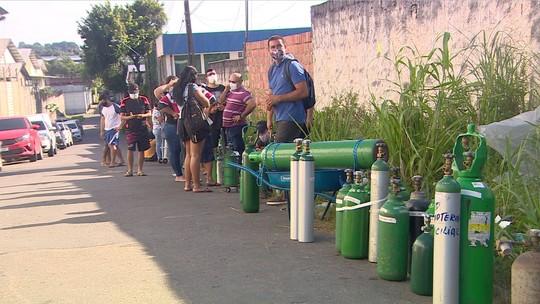 Famílias com doentes em casa madrugam em fila para tentar comprar oxigênio em Manaus  #G1