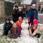 @BarendrechtnuNL - Ingezonden foto door Freek, de eerste ingezonden foto van vandaag met een volwaardige sneeuwpop ;-) #sneeuw #Rietgors #Barendrecht https://t.co/cf9JldG0zx