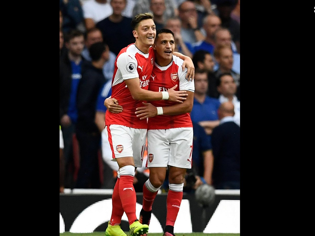The summer of 2015. These two were at their peak. Arsenal were ready to mount a serious title challenge. Arsene Wenger failed to sign a single outfield player. Ozil might have been remembered differently. https://t.co/ZJEWy6byQR