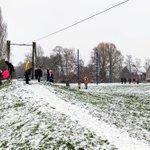 @BarendrechtnuNL - Foto's: Een beetje sneeuw en een helling is voldoende voor deze kinderen voor een middagje sneeuwpret op de slee in Park Nieuweland. #Barendrecht https://t.co/SDhxH6SFJ4