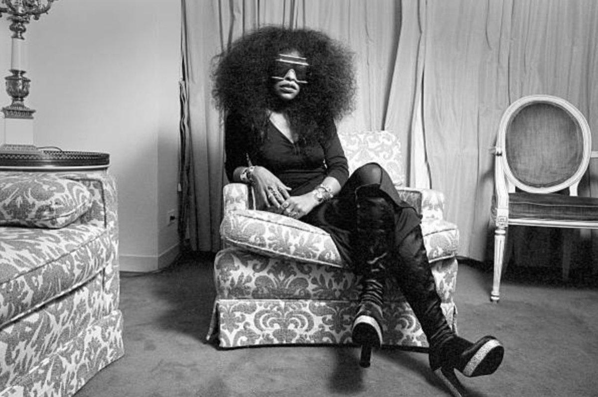 Replying to @djmarkfarina: Chaka in her NYC hotel room, 1975. Photo by Len DeLessio.