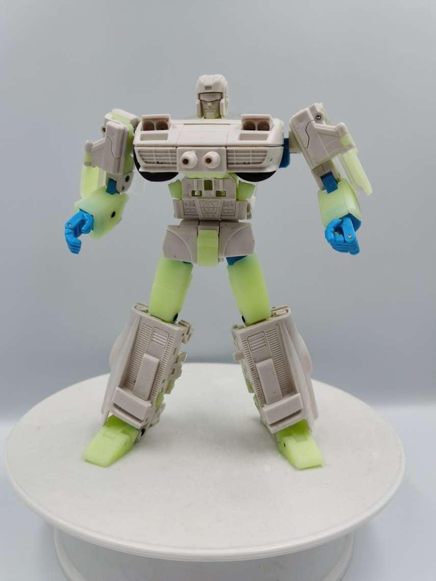 Replying to @tfw2005: X-Transbots Fioravanti (G1 Omnibot Overdrive) Test Shot