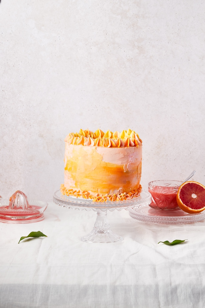 Blood orange poppy seed cake!   after all the beautiful weather over the last couple of days, it feels like its spring already!  #foodstyling #foodphotography #gloobyfood #foodartproject #foodphotography #festiveseason #citrus #wintercitrus  #cakestagram