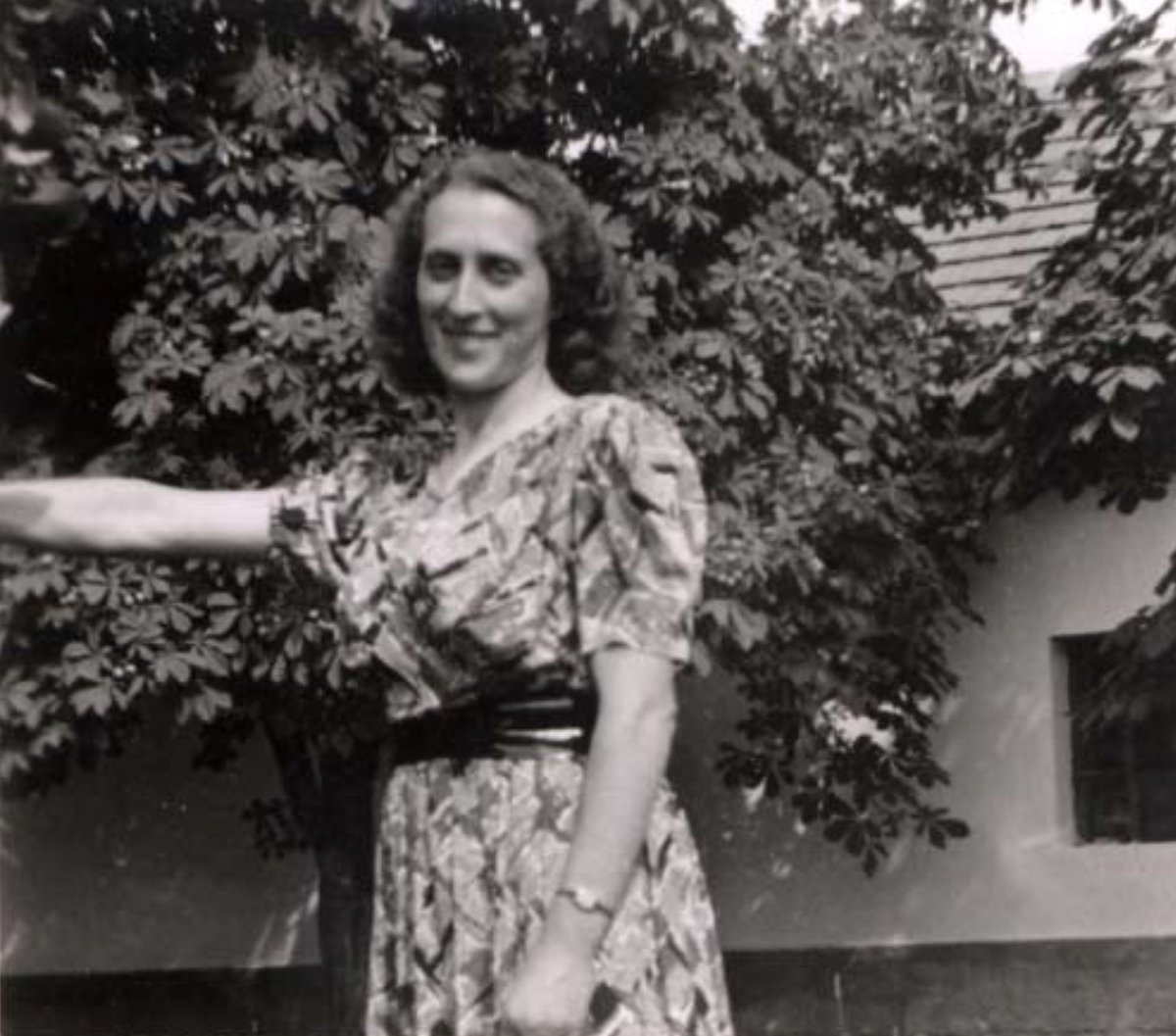 17 January 1913 | Hungarian Jewish woman Olga Kertesz was born in Pely. In June 1944 she was deported to #Auschwitz and murdered in a gas chamber.