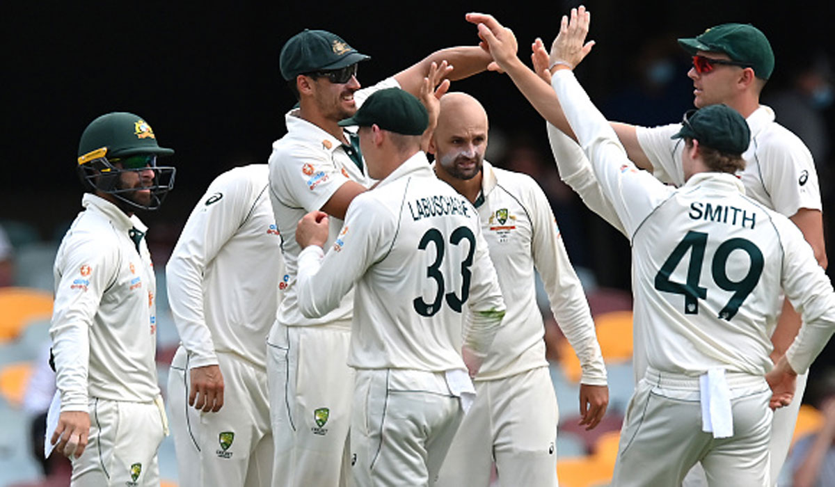 #INDvAUS  With heavy thundershowers preventing any play in the post tea session, India ended the day at 62 for two.  Day 2 report by @IamSomshuvra -> https://t.co/zDxLWPVRWe https://t.co/7vNFiTzhSN