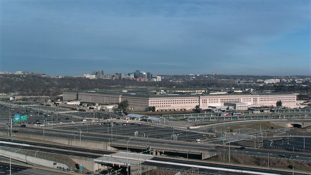 (1) The current situation from Arlington: Overnight, the Pentagon added a line of barricades topped by a fence on the I-395 side of the building. It's amazing how fast the Pentagon can work. Remember after 9/11 how quickly they picked up & moved Rt 110? (more) #Inauguration2021