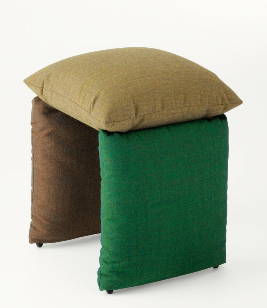 """The cushion, the focal point of Pillow, grabs the attention right away and intrigues for its balance, only apparently """"unstable"""", which allows it to be moved with the utmost ease and versatility. Click below.  https://t.co/rCU9zOEvPm"""