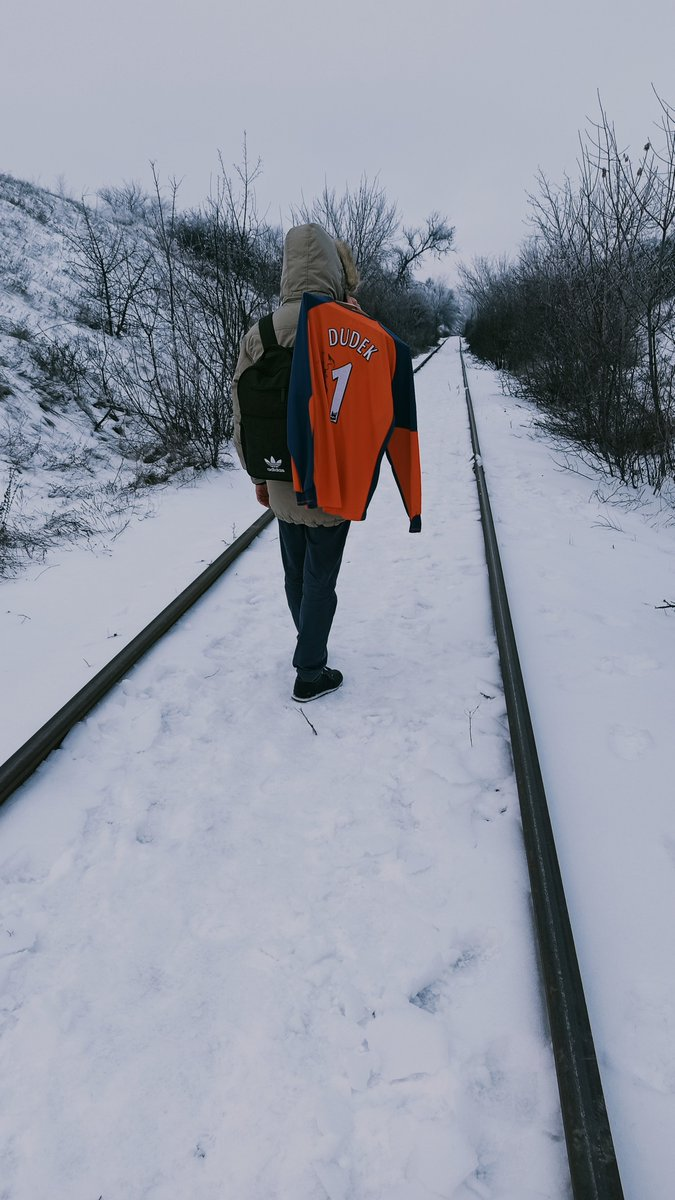 frozen day ❄️❄️❄️  #LFC #LFCfamily #Liverpool #liverpoolfc #YNWA #dudek #goalkeeper #footballshirt #footballshirtcollection #signedshirt #PremierLeague #snow #frozenday #Jersey #babkinretroshirt