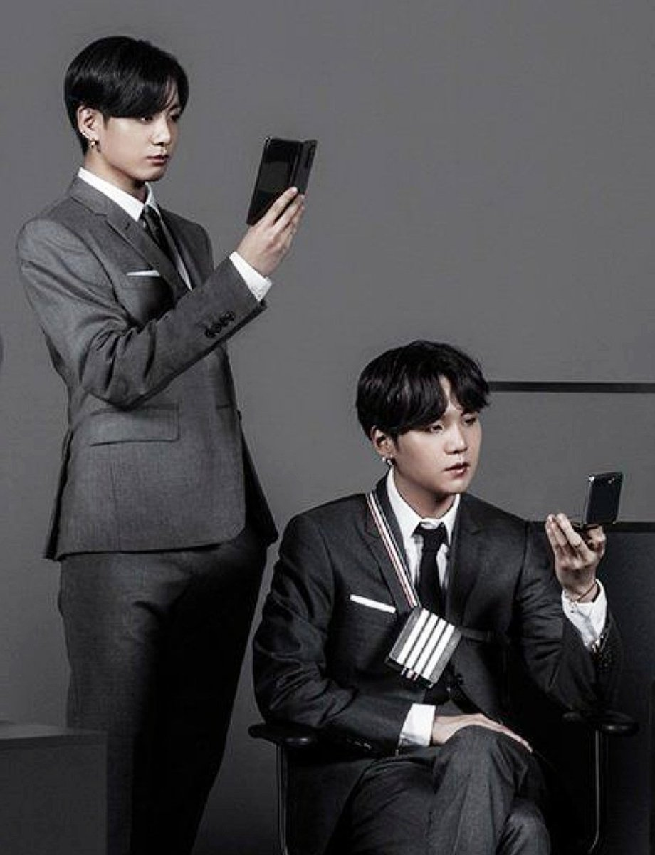 New Samsung phone realised 😍 #btsxsamsung   ARMYs🙄  Expectations                         Reality