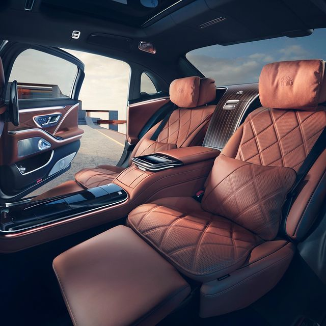 Thanks to its optional Chauffeur package, the rear section of the new Mercedes-Maybach S-Class becomes a comfortable working or resting area. #Mercedes #Maybach #SClass