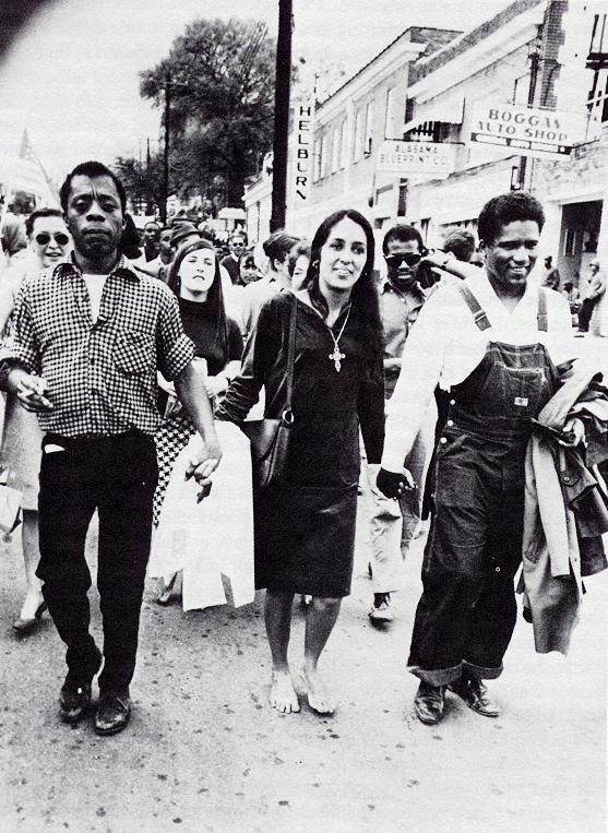 (Photo: James Baldwin, Joan Baez, and James Forman  on the march for voting rights in Alabama, 1965.) https://t.co/c3nKAFm4Xe