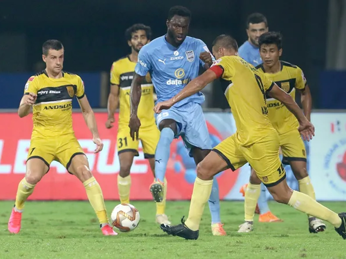 #ISL #MCFCHFC    Resilient @HydFCOfficial play out goalless draw with table-toppers @MumbaiCityFC  Report:
